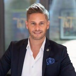 Dr. Florian Ilgen empfiehlt Dominik Fontes den Zauberkünstler